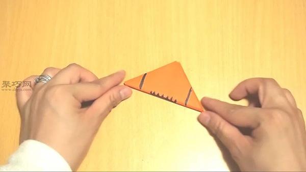 用纸怎么折叠三角形足球 手工折纸足球教程图解