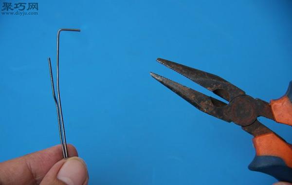 用回形针开锁方法图解 如何用回形针撬锁 2