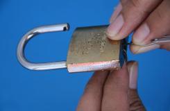 用回形針開鎖方法圖解 如何用回形針撬鎖