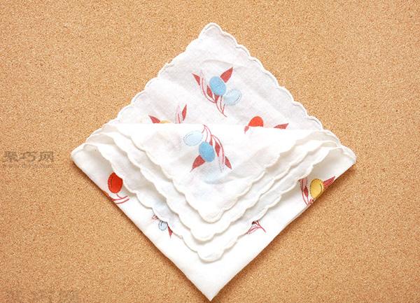 餐巾折花图解教程 教你如何快速折菱形餐巾袋 3