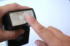 去除塑料眼镜片上的刮痕方法 塑料镜片被刮花了怎么办