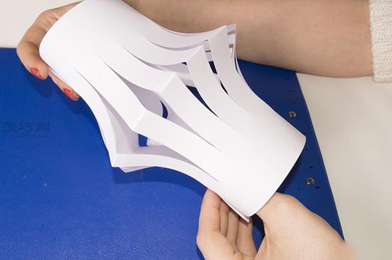超级简单纸灯笼的做法步骤 儿童手工制作纸灯笼教程 5