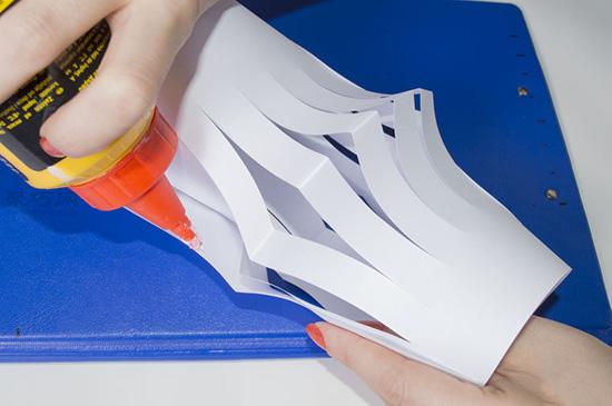 超级简单纸灯笼的做法步骤 儿童手工制作纸灯笼教程 6