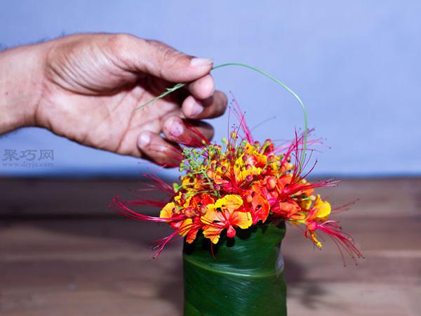 如何在小花瓶里插花 小瓶插花技巧 6