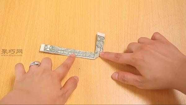 用一美元纸币折方块指环方法 教大家怎么用钱折戒指