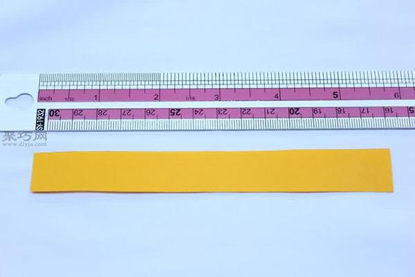 首页 手工折纸 折千纸鹤  将长端穿过这个结.