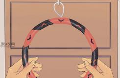 手工制作橙色與黑色花環步驟 來看怎么DIY萬圣節花環