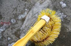 用汰漬洗衣液吸油清除車道上的油漬圖解教程