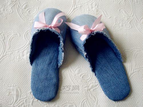 废旧牛仔裤手工制作棉拖鞋方法 旧衣物巧利用图片