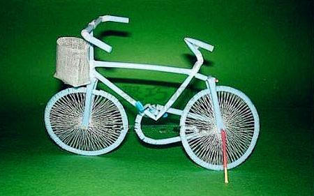 用吸管制作的自行車