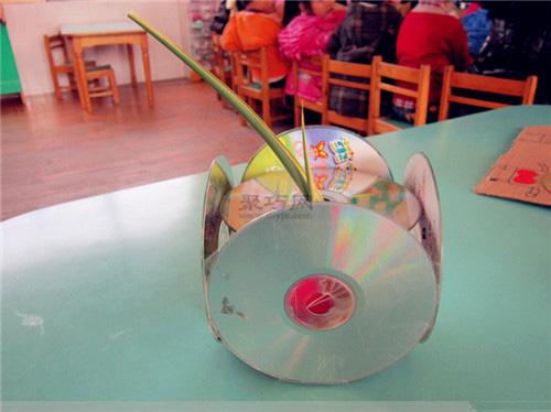 光盤制作的花瓶