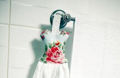 如何DIY挂巾 手工制作玫瑰花纹的毛巾挂