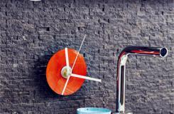 廢棄光盤變費為寶 舊光盤創意DIY時鐘