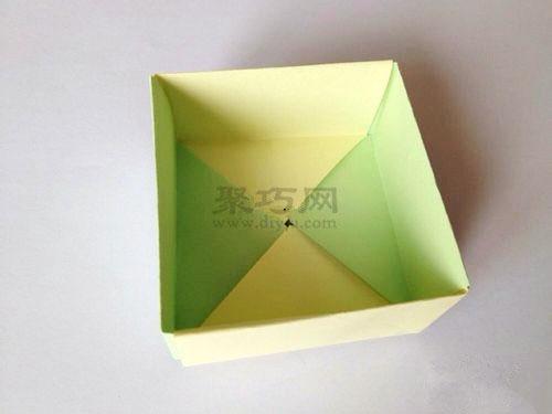 如何手工折纸正方形盒子 正方形纸盒折法图解