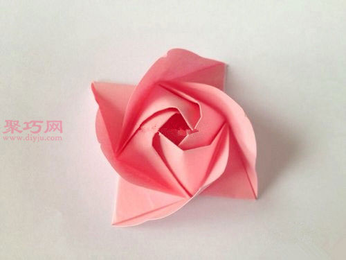 粉色玫瑰花束的折法图解 教你如何手工折纸玫瑰花束
