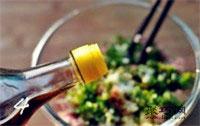 纯蛋饺子皮怎么做 猪肉蛋皮饺子做法6
