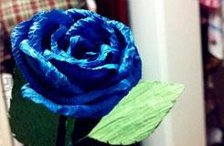 蓝色玫瑰花的折法图解 用皱纹纸折蓝玫瑰花教程