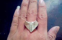 一元钱折戒指的方法 如何用钱叠桃心戒指