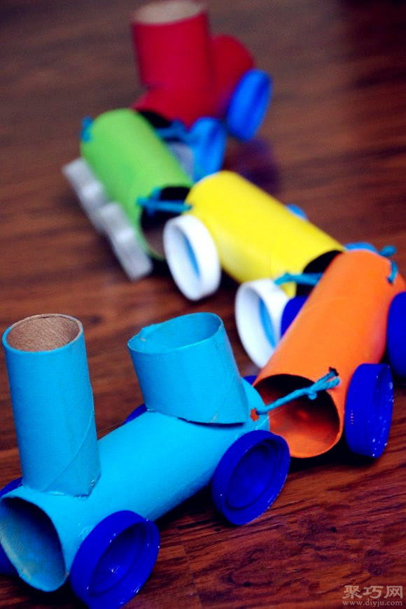 卷紙筒芯和飲料瓶蓋手工制作玩具小火車