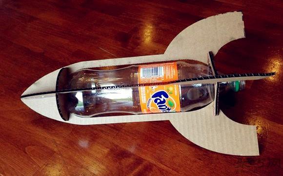 用饮料瓶,瓦楞纸手工制作航天飞机模型方法图解