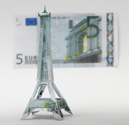 欧元和美元创意折纸作品:地标埃菲尔铁塔