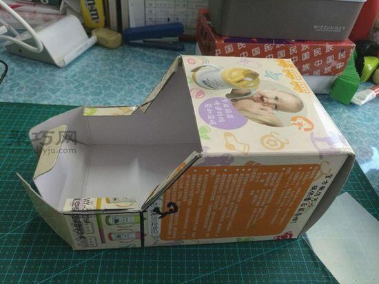 廢紙盒秒變汽車 第3步