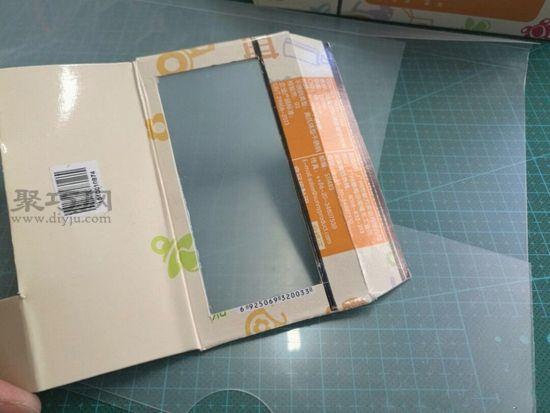 廢紙盒秒變汽車 第7步