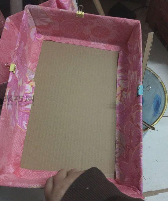纸盒做简易收纳架 第6步