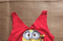 兒童舊T恤超簡單的改造時尚流蘇背心方法