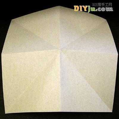 步骤一、准备一张彩色正方形纸,折出折痕;-太阳花的折法,纸折太