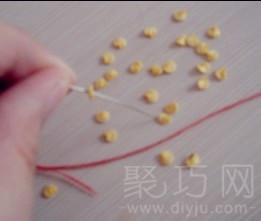 手工布艺缝制打春鸡方法