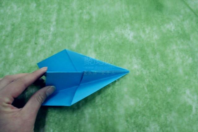 纸飞机的折法,藏在回忆陪我们长大;纸飞机快飞吧