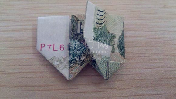 1元人民币折双心图解:教你怎么用钱折双心