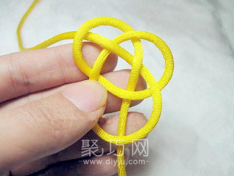 中國結之單線紐扣結打法圖解第三步