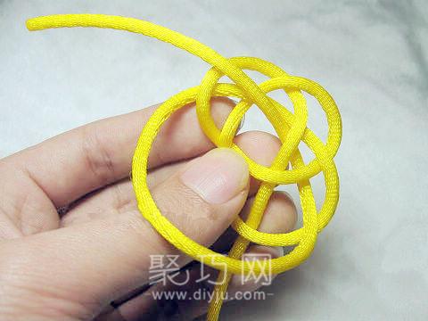中國結之單線紐扣結打法圖解第四步