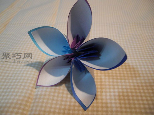 如何折花球:五瓣花球的折法图解第7步