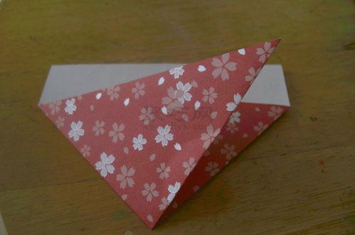 折纸水果之折纸草莓折法步骤2