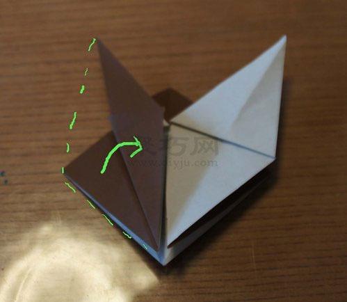 步骤6:折纸马的马腿制作步骤图解