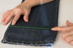 牛仔裤裤脚卷边方法教程 教你牛仔裤如何卷边