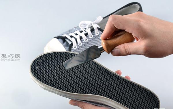 白色网球鞋脏了怎么清洗干净 刷网球鞋方法 2