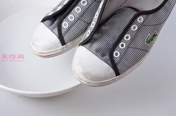 白色网球鞋脏了怎么清洗干净 刷网球鞋方法 5