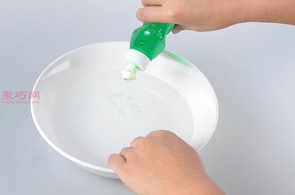 白色网球鞋脏了怎么清洗干净 刷网球鞋方法 6