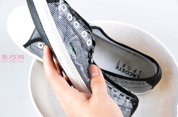 白色网球鞋脏了怎么清洗干净 刷网球鞋方法 11