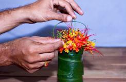 如何在小花瓶里插花 小瓶插花技巧