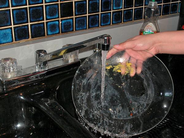 洗碗机怎么装填洗的更干净 家用洗碗机如何用 3
