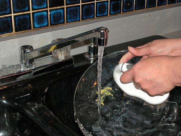 洗碗机怎么装填洗的更干净 家用洗碗机如何用 4