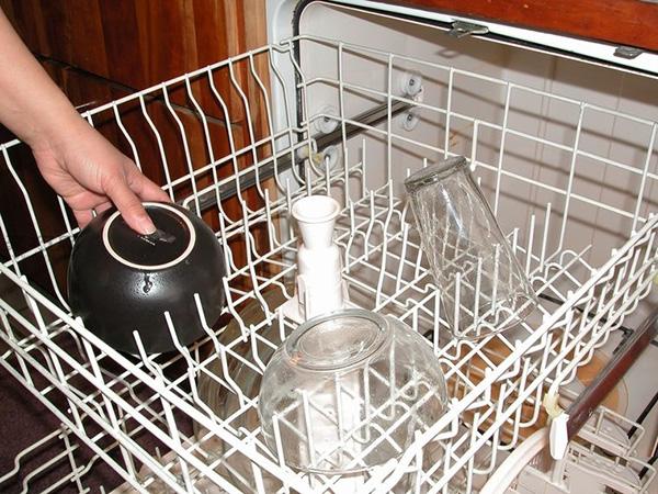 洗碗机怎么装填洗的更干净 家用洗碗机如何用 8