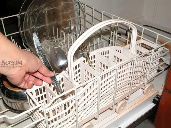 洗碗机怎么装填洗的更干净 家用洗碗机如何用 11