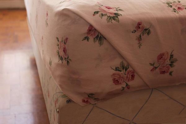 快速折叠床单角方法 教你床单边角怎么窝 7