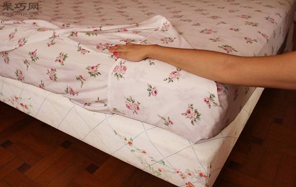 快速折叠床单角方法 教你床单边角怎么窝 4